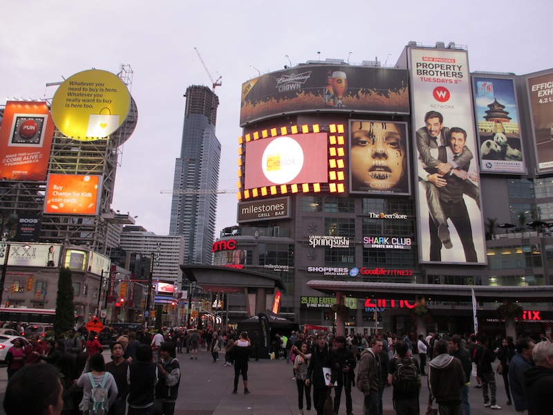 Yonge Street and Dundes Square, Toronto (D. Saitta)